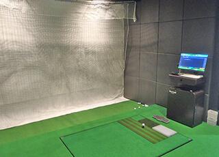 レッスンプロ用インドアゴルフ練習場イメージ1