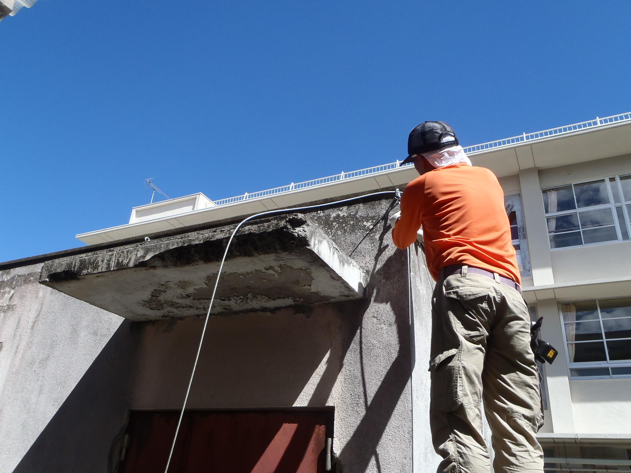 外壁剥落防止ネット設置工事 image4