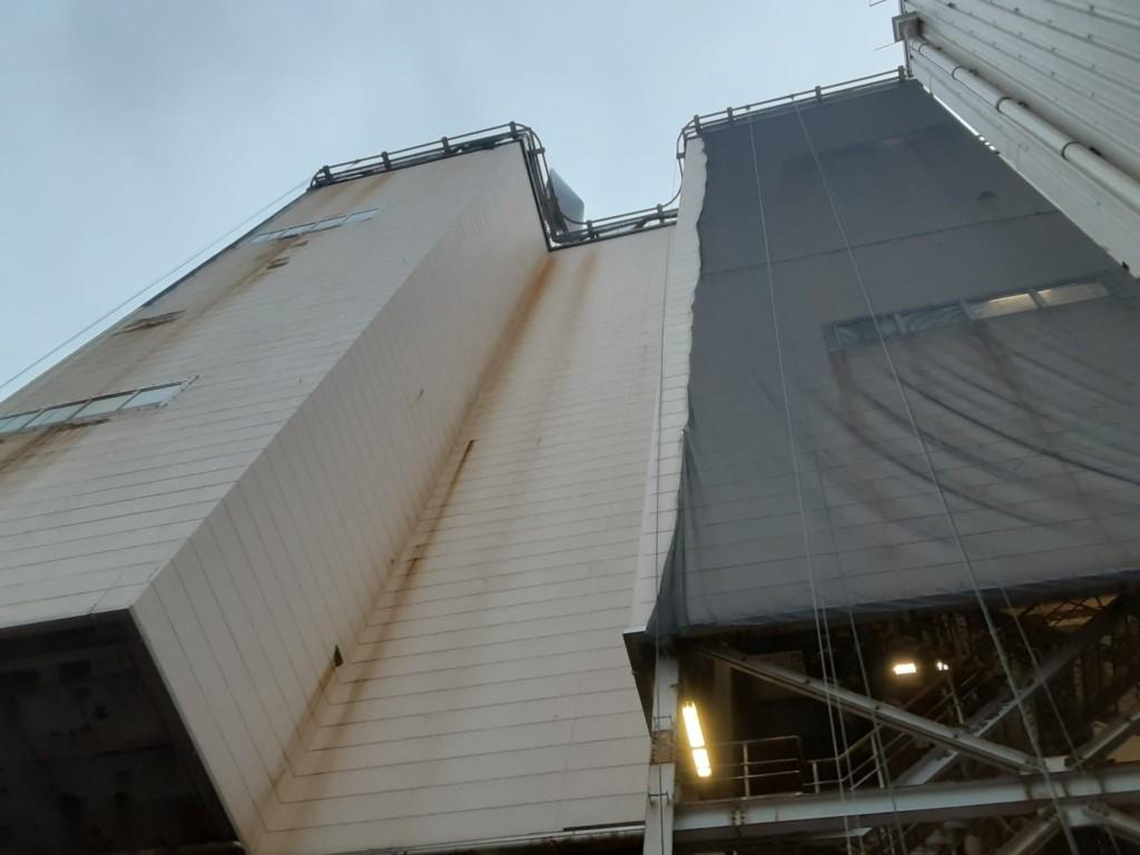 発電所内剥落防止垂直ネット設置工事