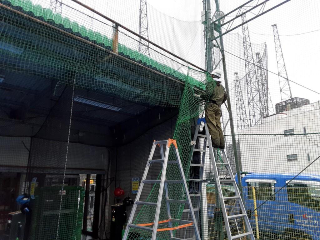 人工芝一部貼替および防球ネット補修工事