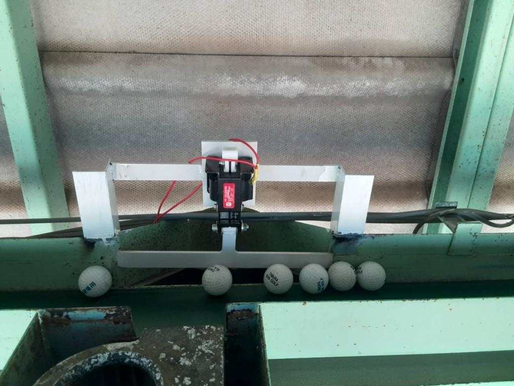 水平コンベアボール落し口用精密機械設置工事